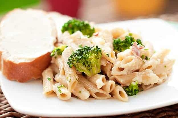 penne Alfredo with garlic bread